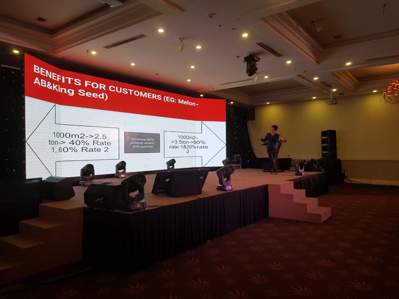 CEO NextCRM thuyết trình giới thiệu về giải pháp chuyển đổi số cho các công ty hoạt động trong lĩnh vực nông nghiệp tại sự kiện Whise
